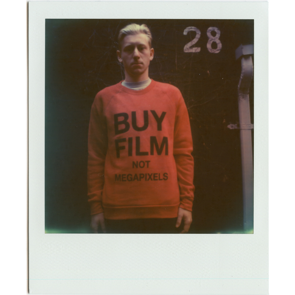BUYFILM_RED_CREW_ROB