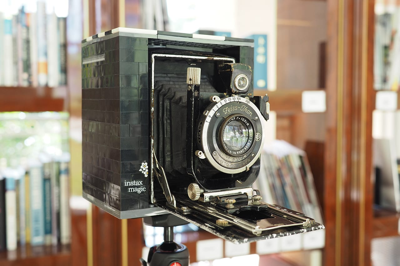Instant back in time – Shooting with a 90 year old Lego Instant Camera